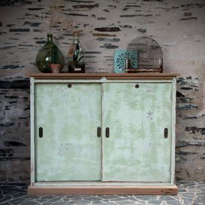 Meuble de métier vert à portes coulissantes et plateau bois