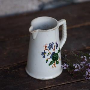 Pichet ancien en céramique terre de fer, aux décors de fleurs - inspiration Wabi-Sabi
