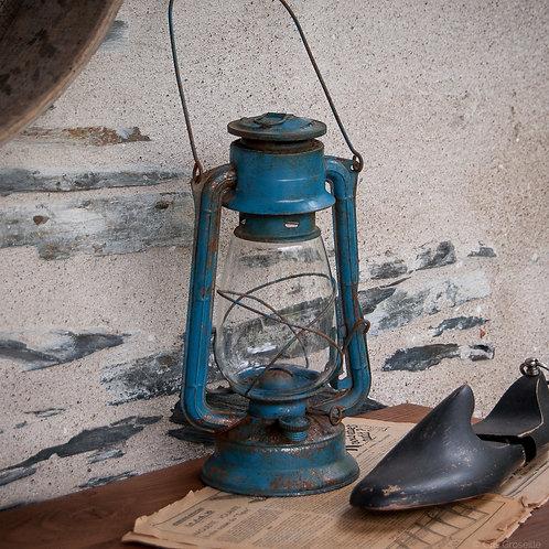 LAMPE TEMPÊTE ANCIENNE EN MÉTAL BLEU PATINÉ