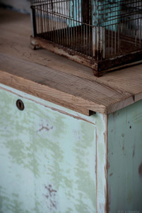Plateau bois ancien sur meuble d'atelier