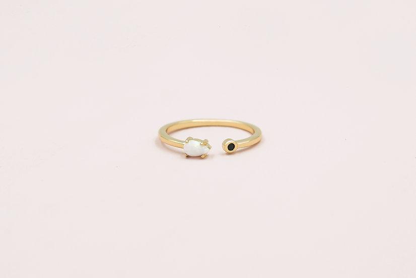 Favre Opal Ring in Gold