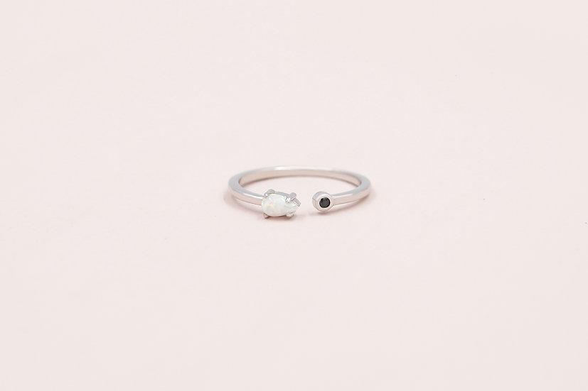 Favre Opal Ring in Silver