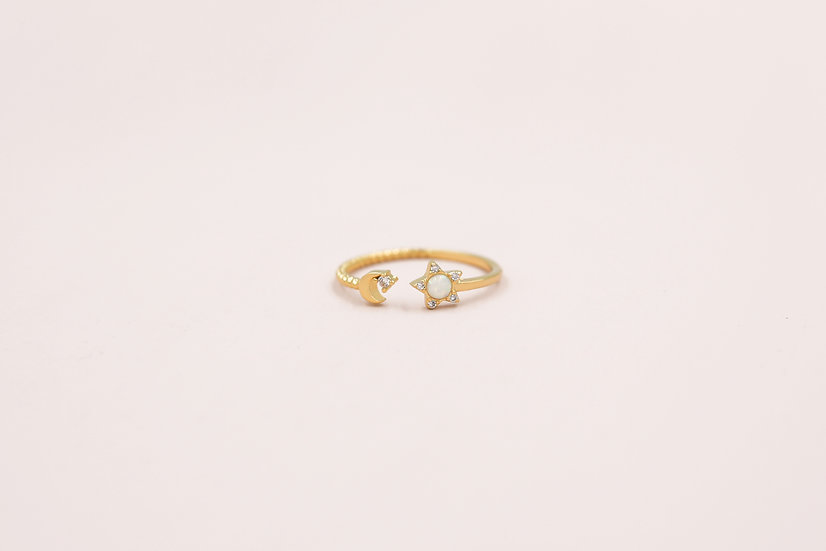 Camille Star Ring in Gold