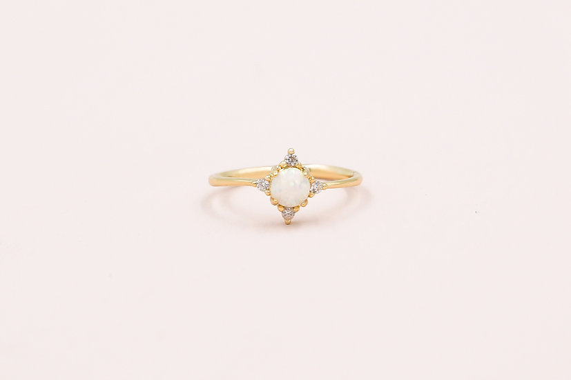 Abella Opal Ring in Gold