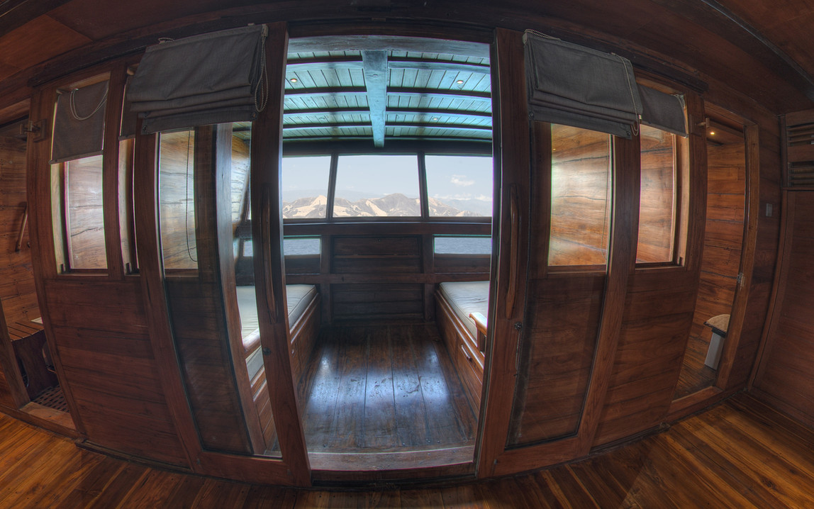D2_Below Deck_Master Cabin 5_02.jpg