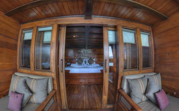 D2_Below Deck_Master Cabin 5_Balcony_01.