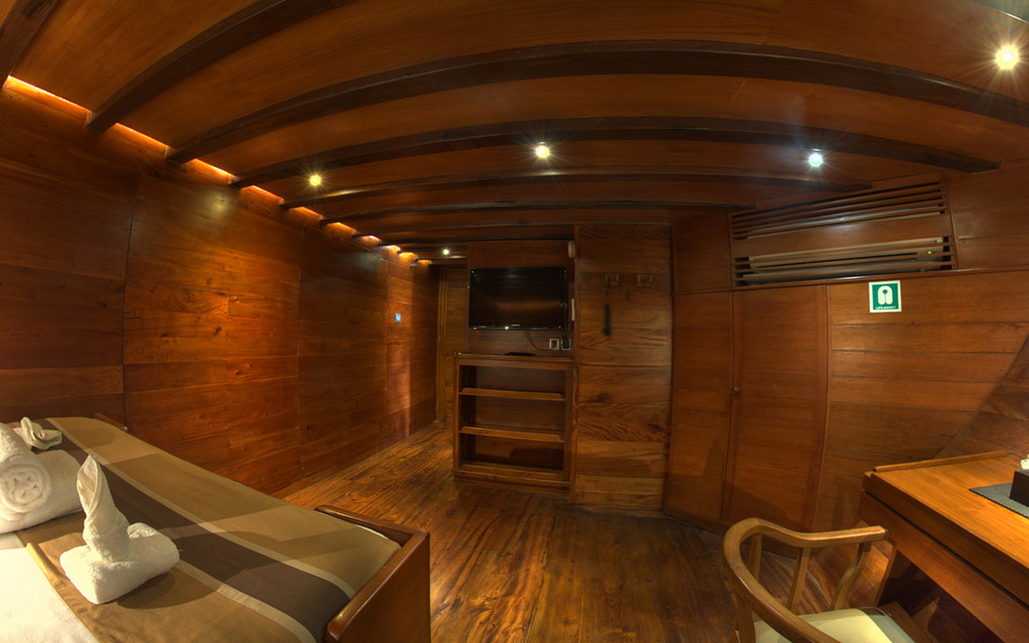 D2_Below Deck_Standard Cabin 1_04.jpg