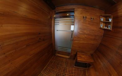D2_Below Deck_Master Cabin 5_Bath_02.jpg