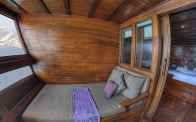 D2_Below Deck_Master Cabin 5_Balcony_04.