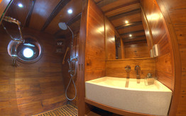 D2_Below Deck_Standard Cabins_Bath_01.jp