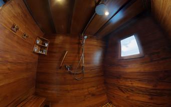 D2_Below Deck_Master Cabin 5_Bath_01.jpg
