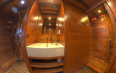 D2_Below Deck_Standard Cabins_Bath_04.jp