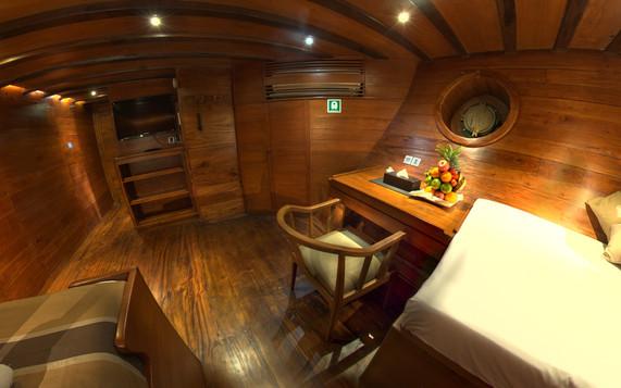 D2_Below Deck_Standard Cabin 2_02.jpg