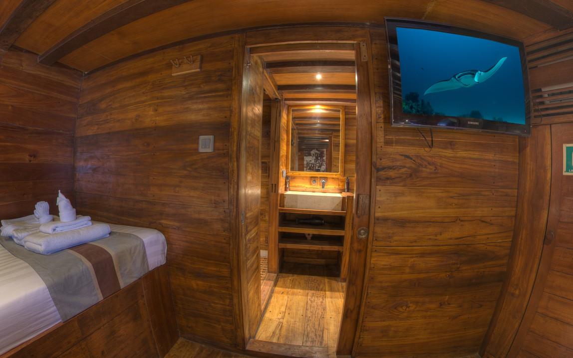 D2_Below Deck_Standard Cabin 3_02.jpg