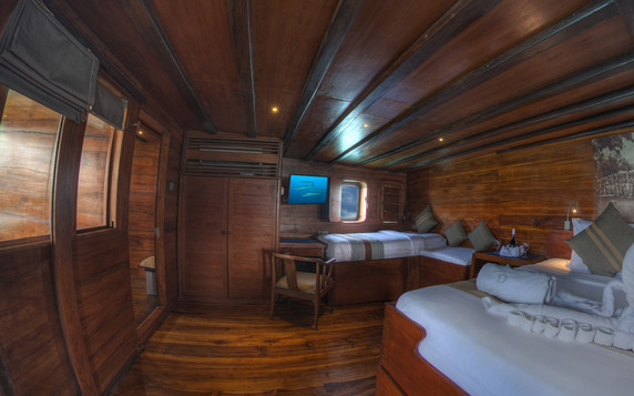 D2_Below Deck_Master Cabin 5_03.jpg