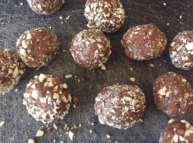 Chocolate and Goji Berry Protein Balls