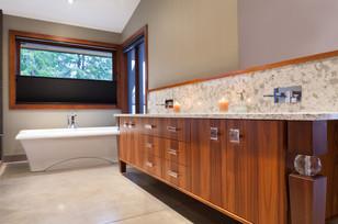 9209 Bath 1B.jpg