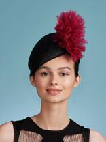 Fleur black with pink pompom front_edite