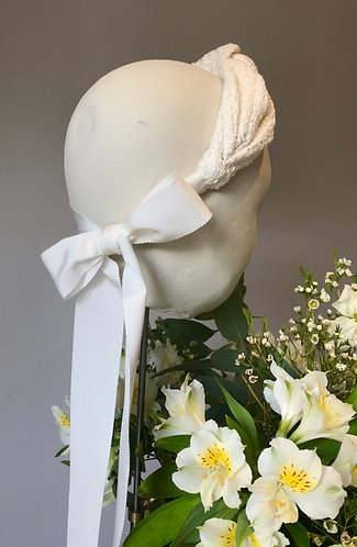Bridal Knot in Ivory Tweed with Bow