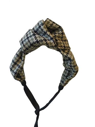 Oversized Knot in Houndstooth Tweed