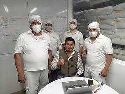 Oswaldo y equipo.jpg