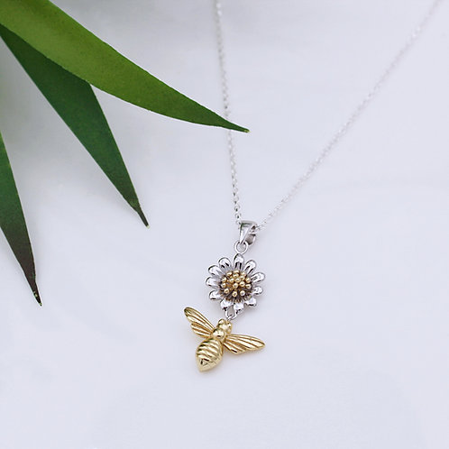 Bee & Daisy Flower necklace in Sterling Silver and Yellow Gold plate