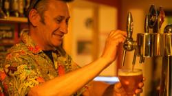 barman le stop pub café sainte colombe sur l'hers