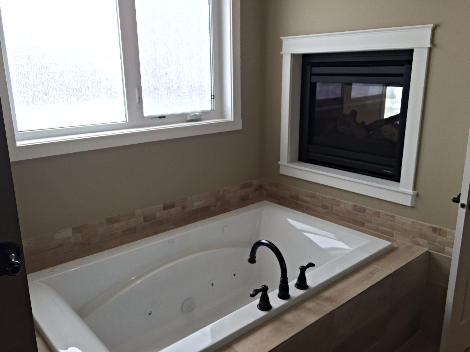 Master Ensuite Tub w/ Gas Fireplace