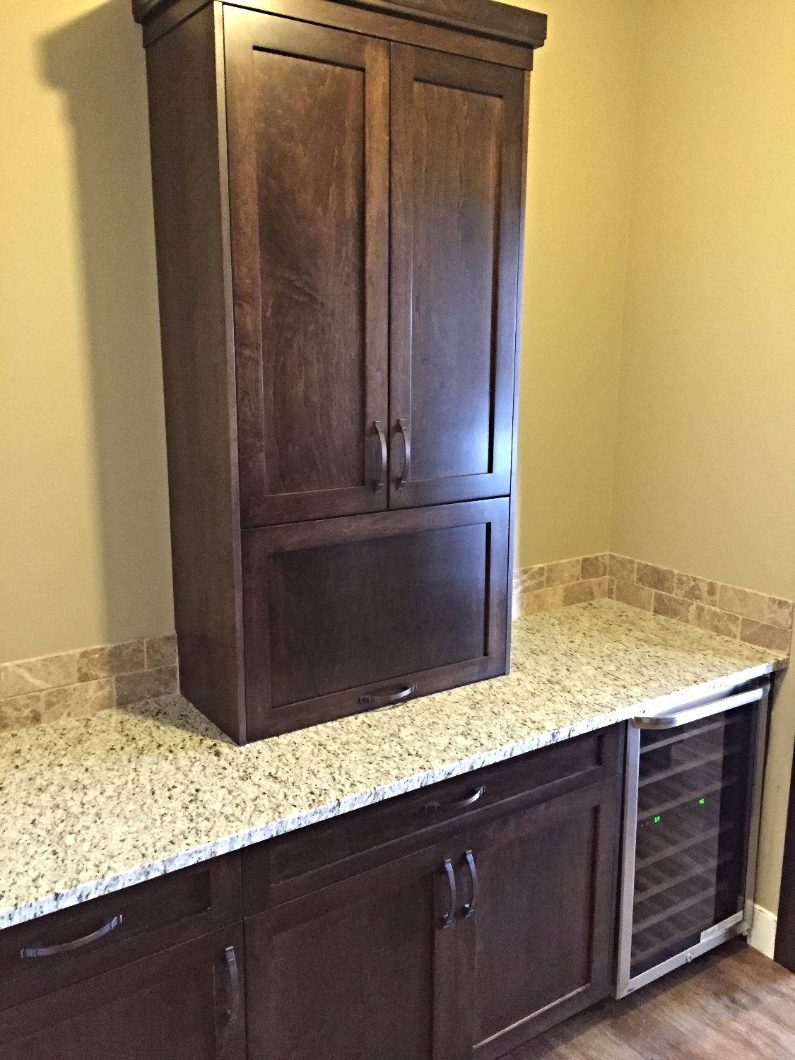 Butlers Pantry with Maple Cabinetry