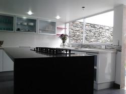 Cocina con mesón quarztone granito