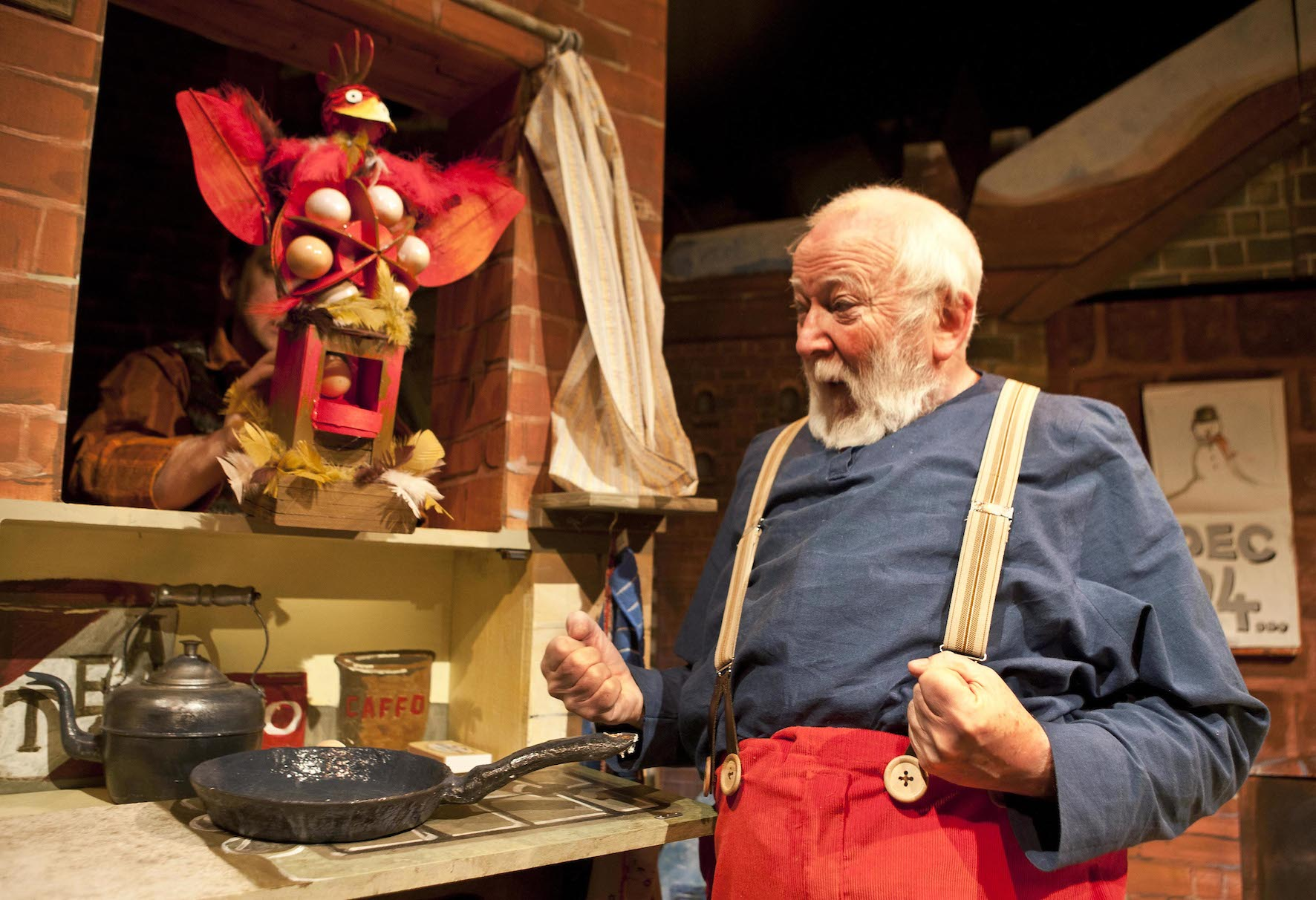 Raymond Briggs Father Christmas cooking his eggs for breakfast using the chicken. the theatre show i