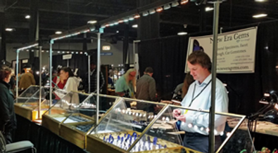 New Era Gems using Show Off Lighting at a Tucson Gem & Mineral Show.