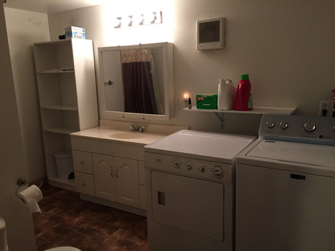 Large Bathroom / Washer / Dryer