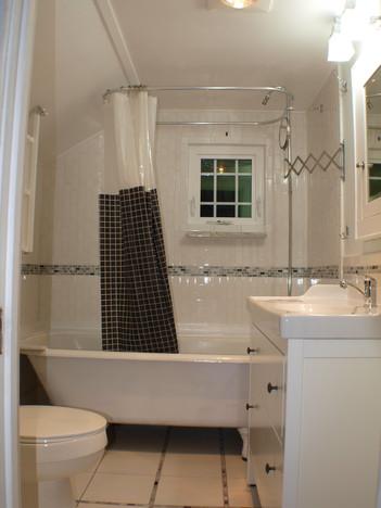 Clawfoot tub in bathroom