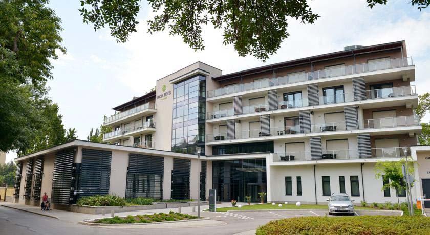 eger_imola_hotel_platan_open_air_desig_k