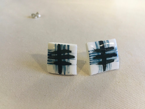 Medium telegraph stud earrings