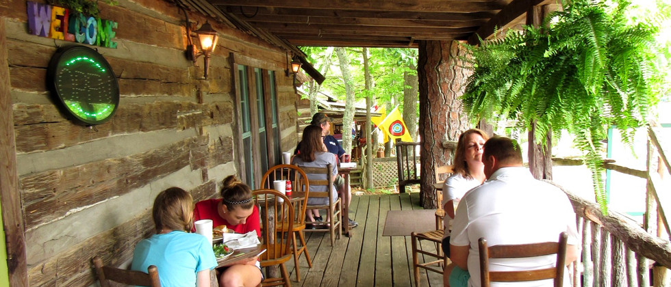 Lunchtime in Mentone, Alabama