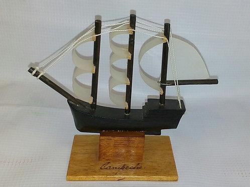 Galeón hecho a mano de madera de cedro