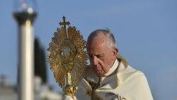 Papa celebra missa de Corpus Christi na Basílica de São Pedro no domingo, dia 14