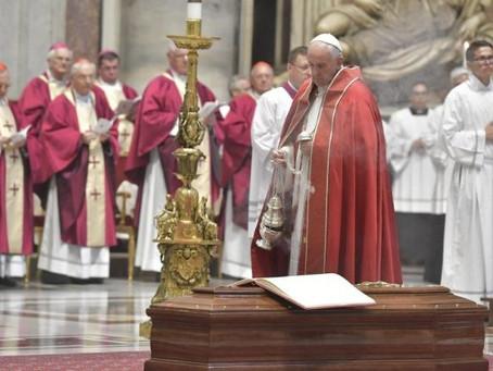 """Exéquias do cardeal Sardi: """"mestre de teologia moral"""""""