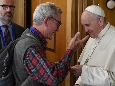 """Não podemos adorar um Pai e tratar o outro como lixo"""": brasileiros comentam discurso do Papa"""