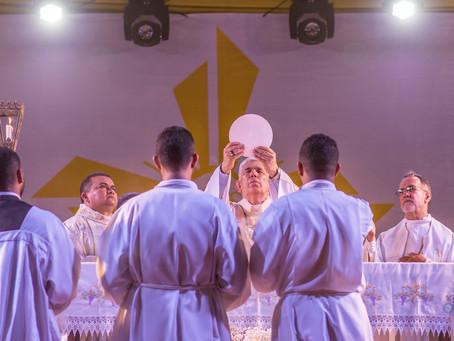 Milhares de católicos celebram Corpus Christi em São Luís