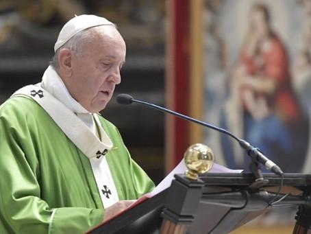 Papa: os migrantes são o símbolo de todos os descartados da sociedade globalizada