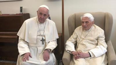 Francisco visita Bento XVI