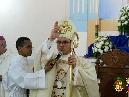 Dom Evaldo preside a primeira missa em Viana