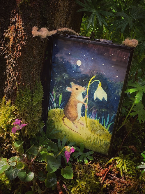 Beautiful Wilfred Mouse in a metal and glass frame