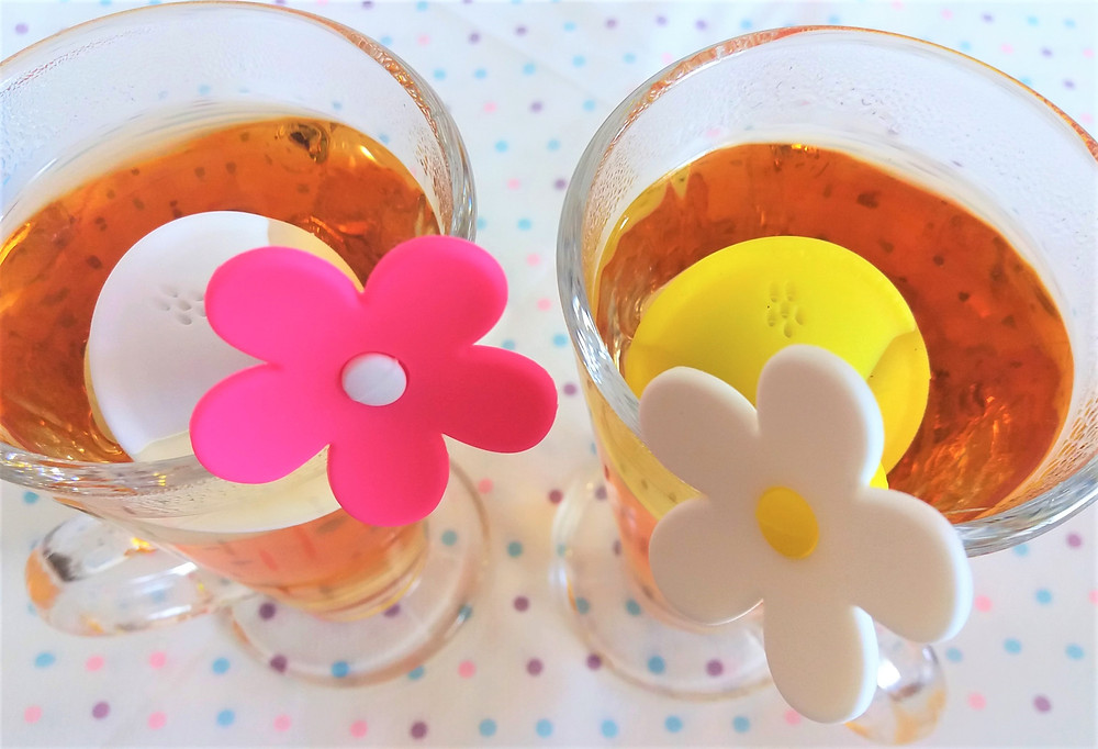 Sfizzio Tea Flower Infusers in glasses, infusing the hot water.