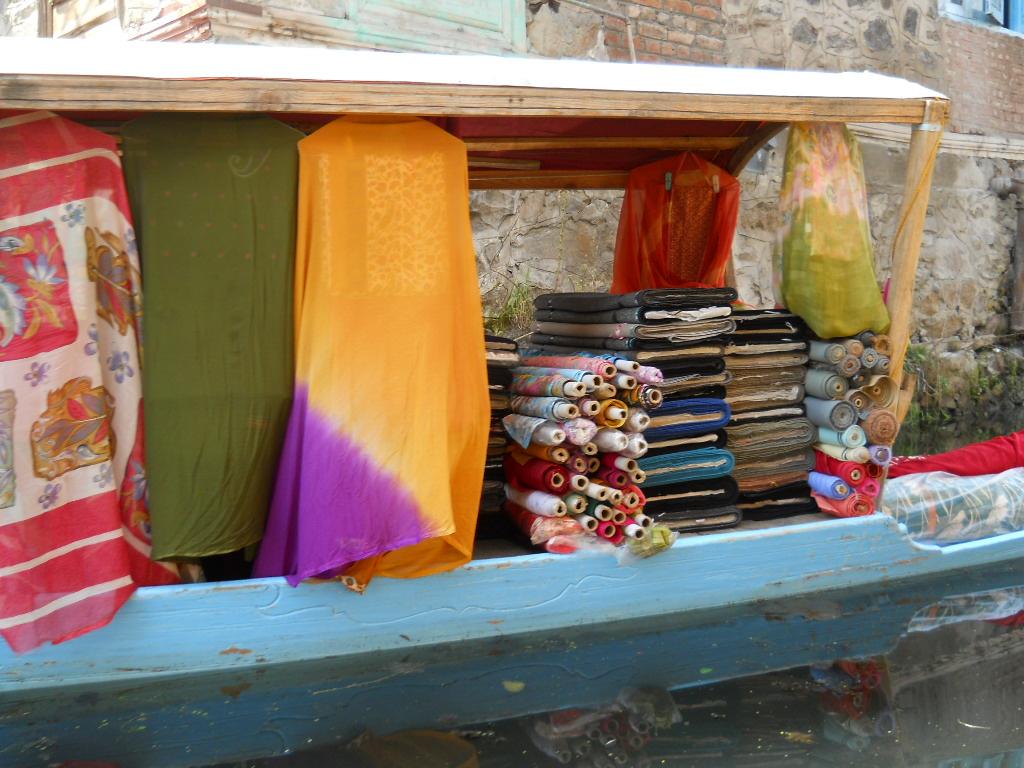 ©MDHarding Kashmir Sales Boat