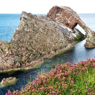 Bow_&_Fiddle_Rock,_Scotland_-_Highlands_