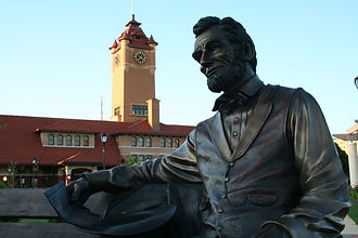 Statue of Abraham Lincoln outside train station